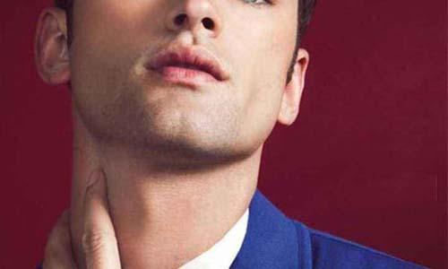 下颚中央凹陷成w形的美人沟下巴的男人感情事业运势