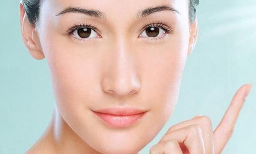 面相学解密鼻子长的特别长的人在婚姻、事业上的运势和性格特点