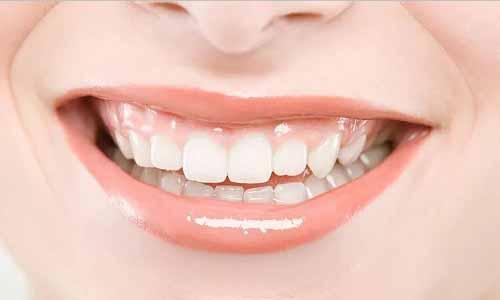 牙齿小的女人性格感情等面相运势特点总结